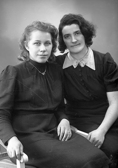 """Enligt fotograrens notering: """"Nyström, Fru Alice Gösby Spekeröd""""."""