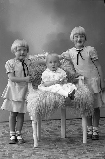 """Enligt fotografens journal nr 6 1930-1943: """"Johansson, Arvid Balkeröd Höviknäs""""."""