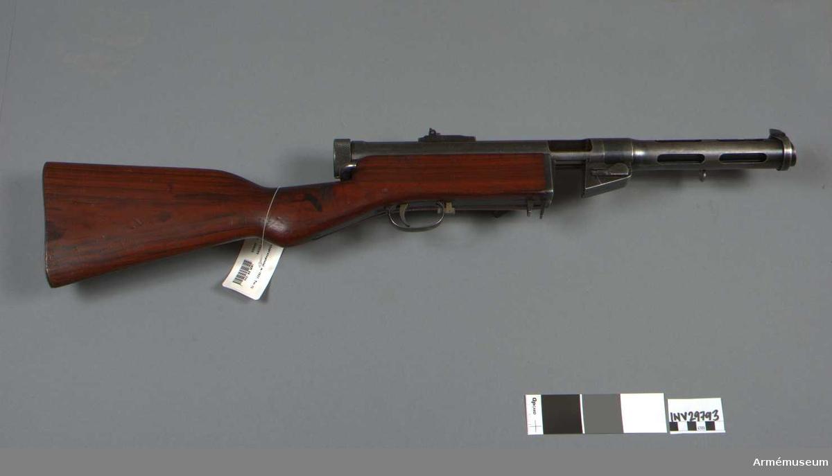 Grupp E IV c. För patronvis automateld. Anpassades för den dåvarande svenska standarden m/07 9x20 mm Browning lång, vid tillverkningen i Tikkakoski, Finland. Snedställt magasin för att anpassa matningen för den svenska patronen som hade en fläns längst bak. Magasinet rymde 56 skott.