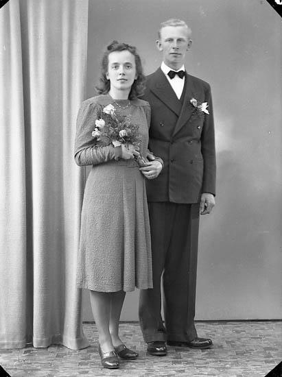 """Enligt fotografens journal nr 7 1944-1950: """"Niklasson, Herr Torsten Hällevikstrand""""."""