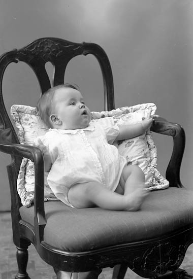 """Enligt fotografens journal nr 7 1944-1950: """"Nordlander, John Stenungsund""""."""