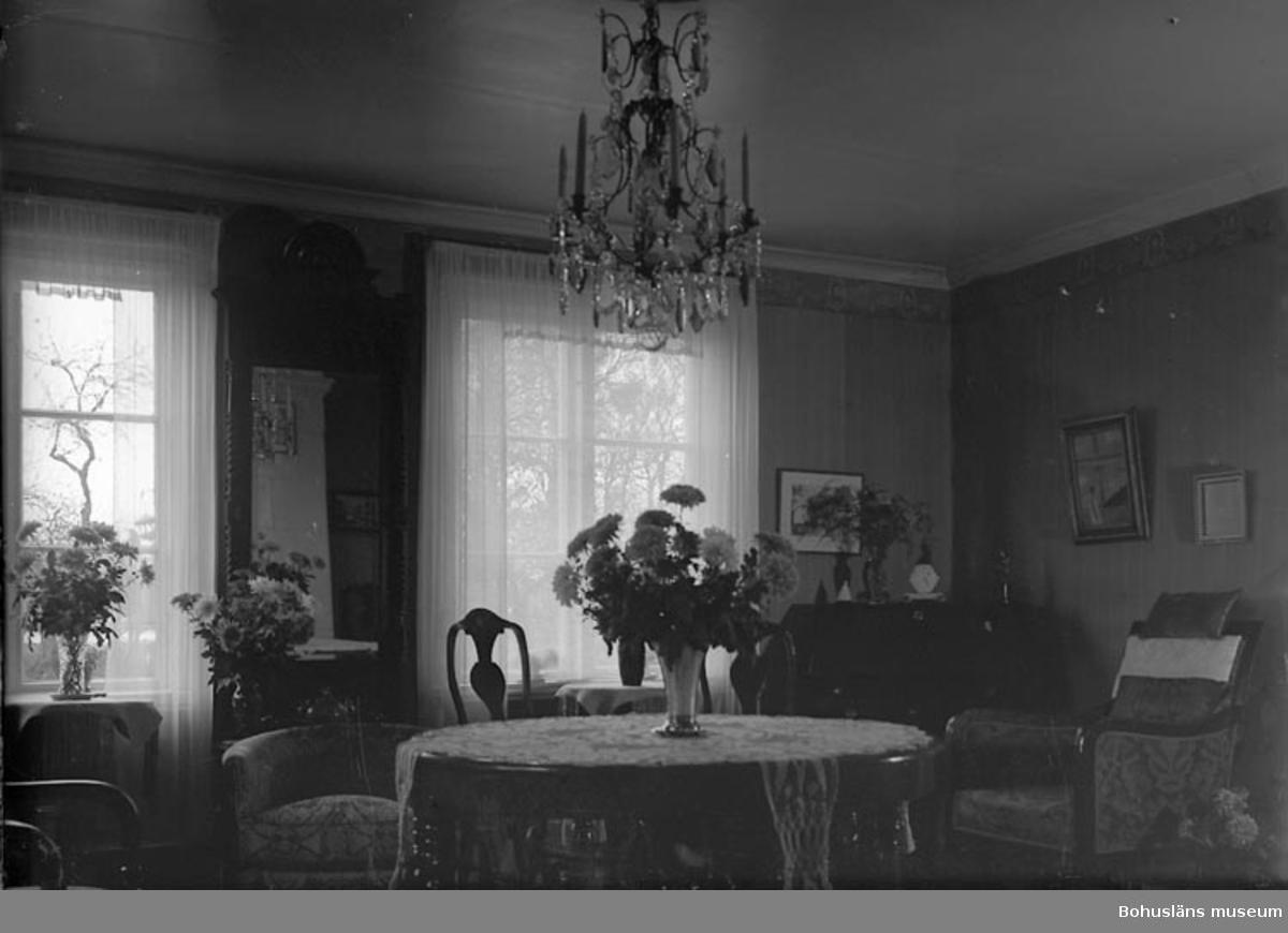 """Enligt fotografens journal nr 7 1944-1950: """"Parker, Fr. Ellen Stenungsund""""."""
