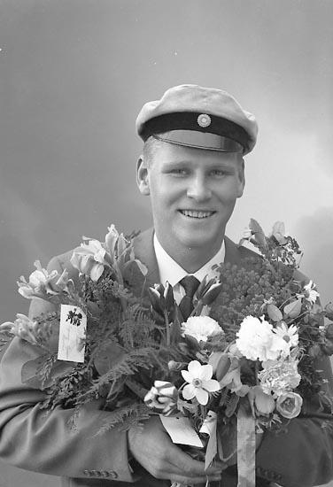 """Enligt fotografens journal nr 9 1958-: """"Kärrhage, Herr Tommy Vräland, Svanesund""""."""