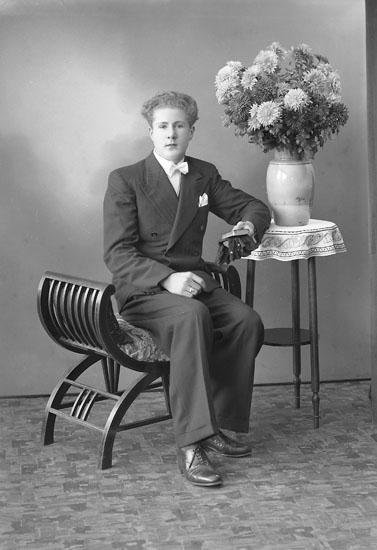 "Enligt fotografens journal nr 6 1930-1943: ""Palmblad, Arne N. Anrås, Jörlanda""."