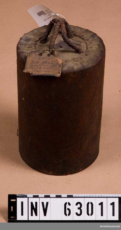 Grupp F II.  Av 29 st 1-pundiga kulor och åtta stycken 18-lödigt skrot. Enligt kungligt brev av den 16 mars 1883.