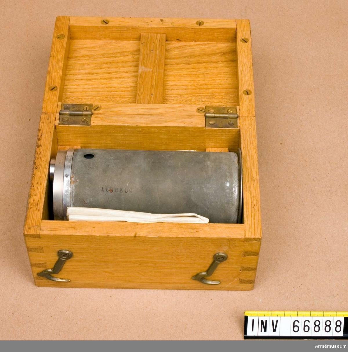 Grupp F II. Röret ligger i låda.