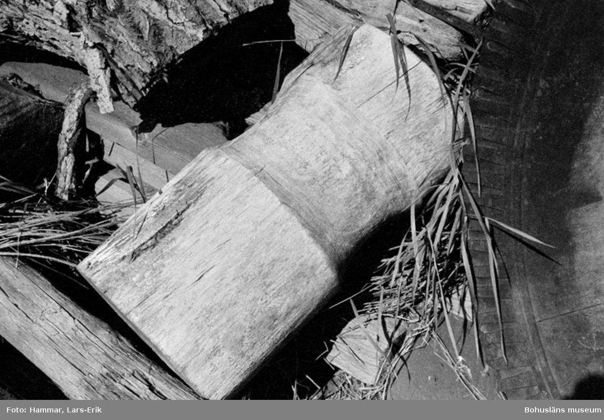 """Motivbeskrivning: """"F.d varv i Skredsvik, rulle för användning vid upptag av båtar."""" Datum:19800717"""