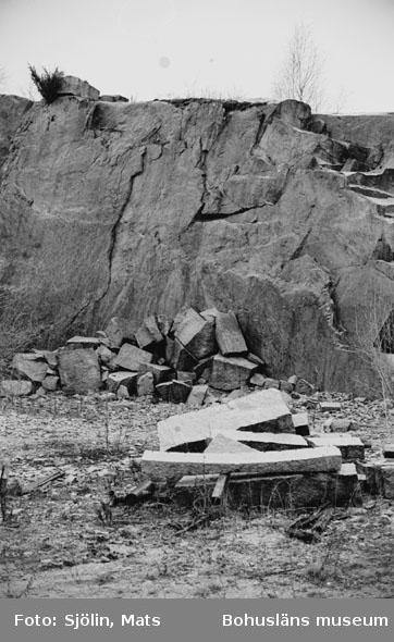 """Bohusläns samhälls- och näringsliv. 2. STENINDUSTRIN. Film: 26  Text som medföljde bilden: """"Brott. April 1977."""""""