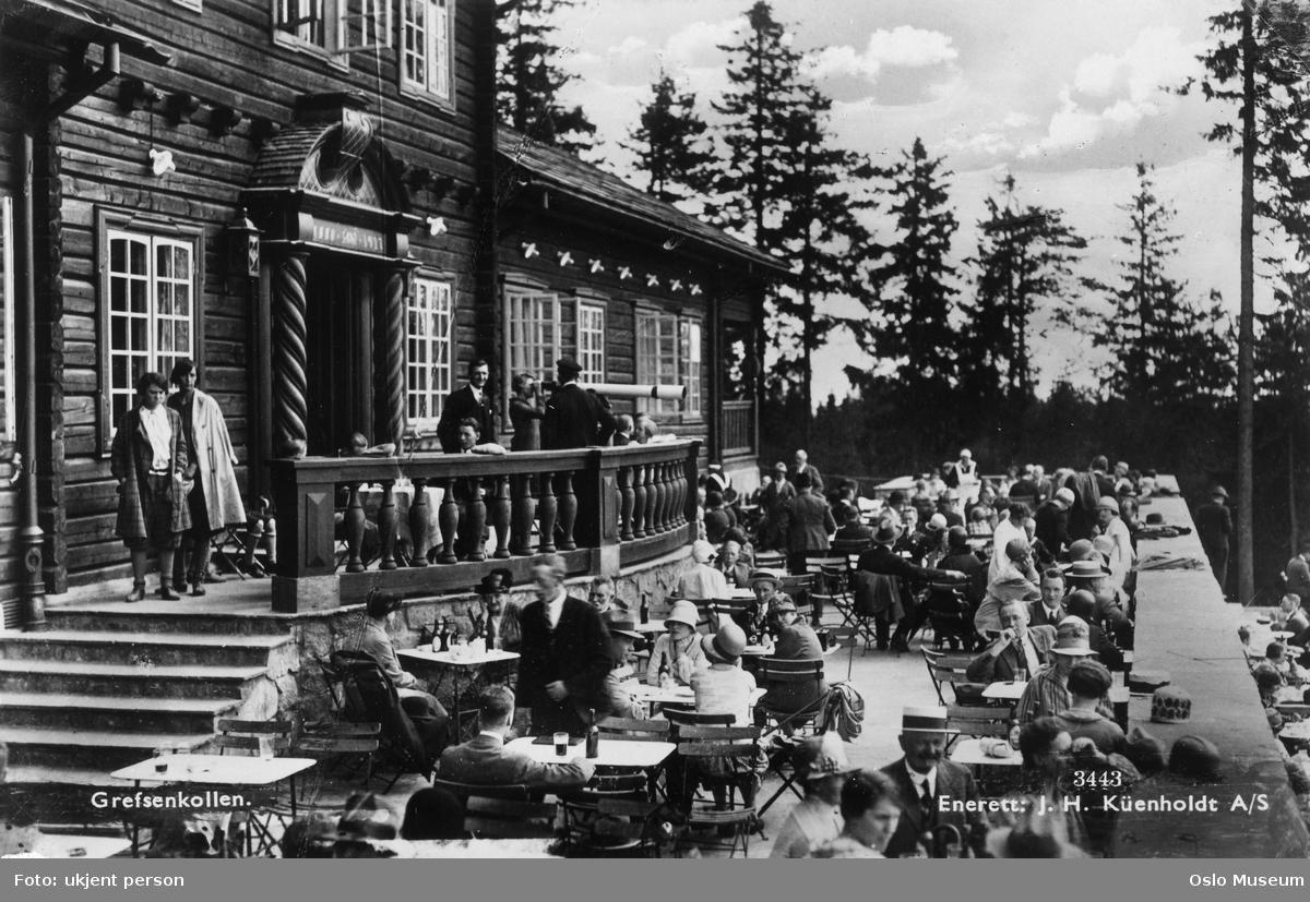 Grefsenkollen restaurant, terrasse, mennesker, skog