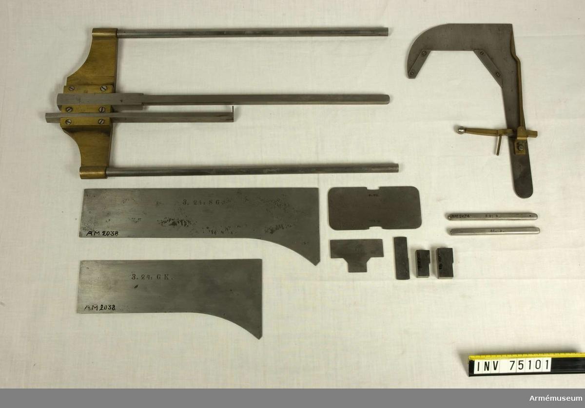 Grupp F:III(överstruken) V.  Besiktningsinstrument till 10 cm granater och granatkastare m/1872 för framladdningskanoner m/1863. (1 sats). Bestående av: Schamplun av järn loppet form för undersökning av knapparnas form och lutning. 1.st. Schampluningar för yttre diametern 2.st. med Stickmått 2.st. Höjd-& bottenmätare 1.st. Sidomätare 1.st. med Stickmått. 2.st. Fühlhebel för diametern över knapparna 1.st. med Ringformiga stickmått. 2.st. Mall för knappbredden 1.st. med Stickmått. 1.st. Mall för granaternas yttre form. 2.st. Mall för brandrörshålet. 1.st. Gängad tolk för brandrörshålet 1.st. = 18 st.