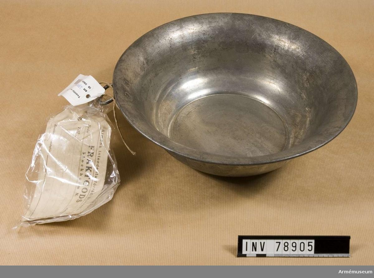 Grupp: I: IV. Tvättfat m/1908 av förtent stålplåt.