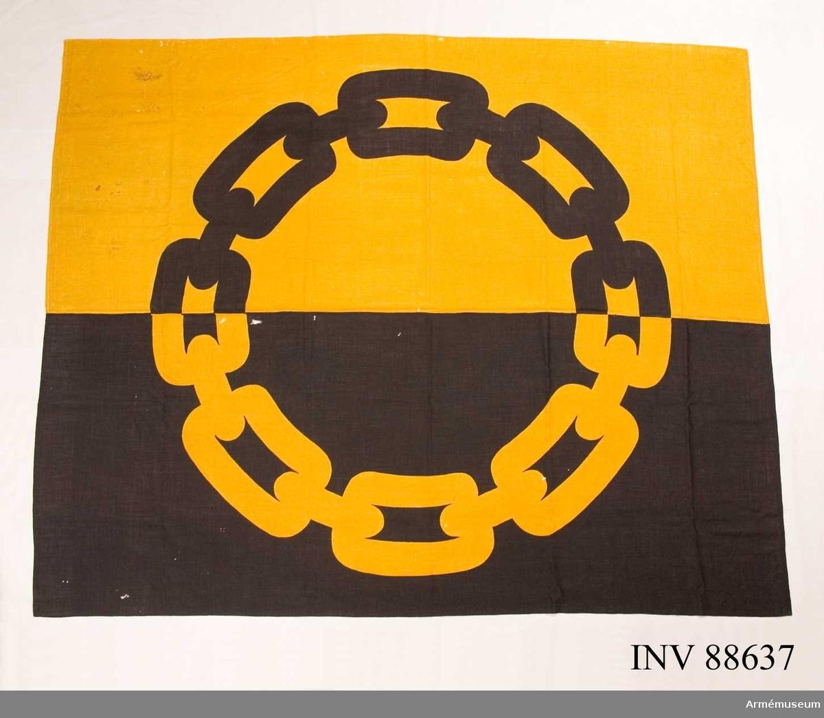 Kedjan är symbol för firman Kedja som broderade fanor under 1940 -50 talen.IW