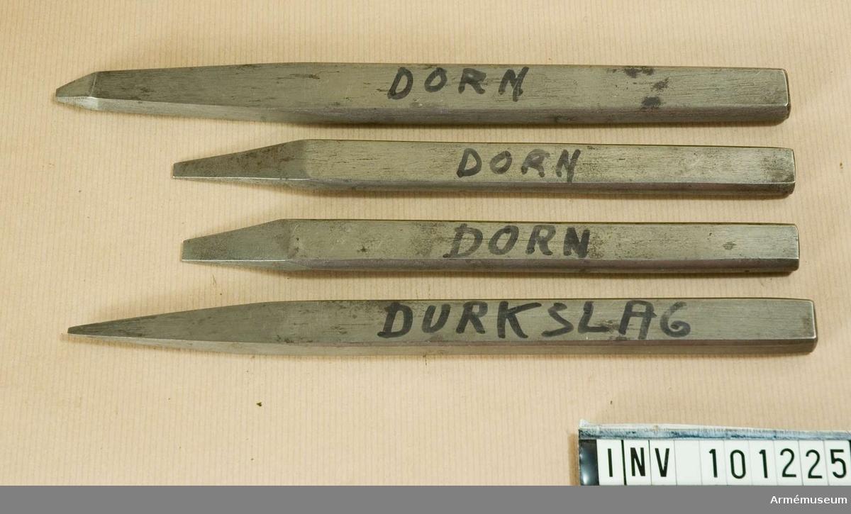 """Fyra stycken. Tre stycken märkta: """"DORN"""". En märkt: """"DURKSLAG"""".  Samtliga markeringar är gjorda med någon form av spritpenna."""