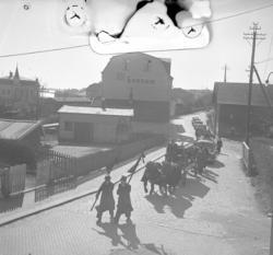 "Text till bilden: ""Begravning. Freds, Nalbogatan. 1949.04.09"