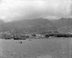 """Enligt fotografens notering: """"Madeira, högst uppe syns en tv"""