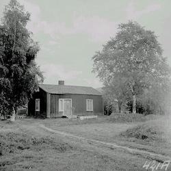 Gammalt båtmanstorp i Krånge, Indal. Loge och ladugård.