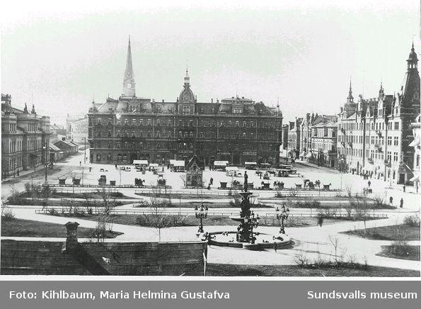 Vy över Vängåvan, stora torget och Hirschka huset.