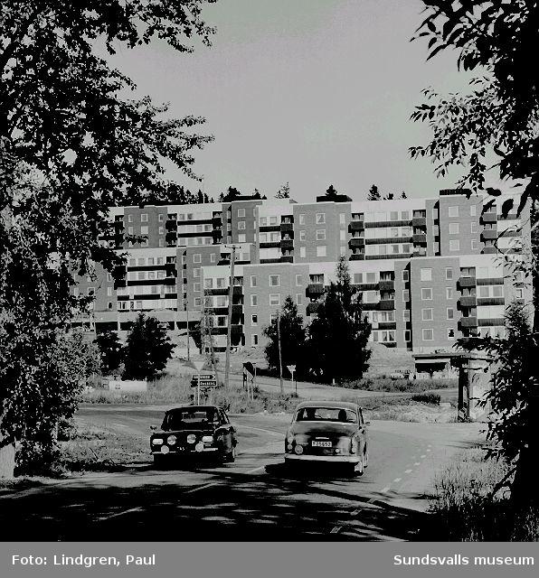 Flerbostadshus i kv Kokaren 6, Korstavägen 2 - 4. Dessa bostadsrätter uppfördes 1970 - 1971 för HSB, ritade av arkitekt Bengt Lekhammar, Sundsvall.