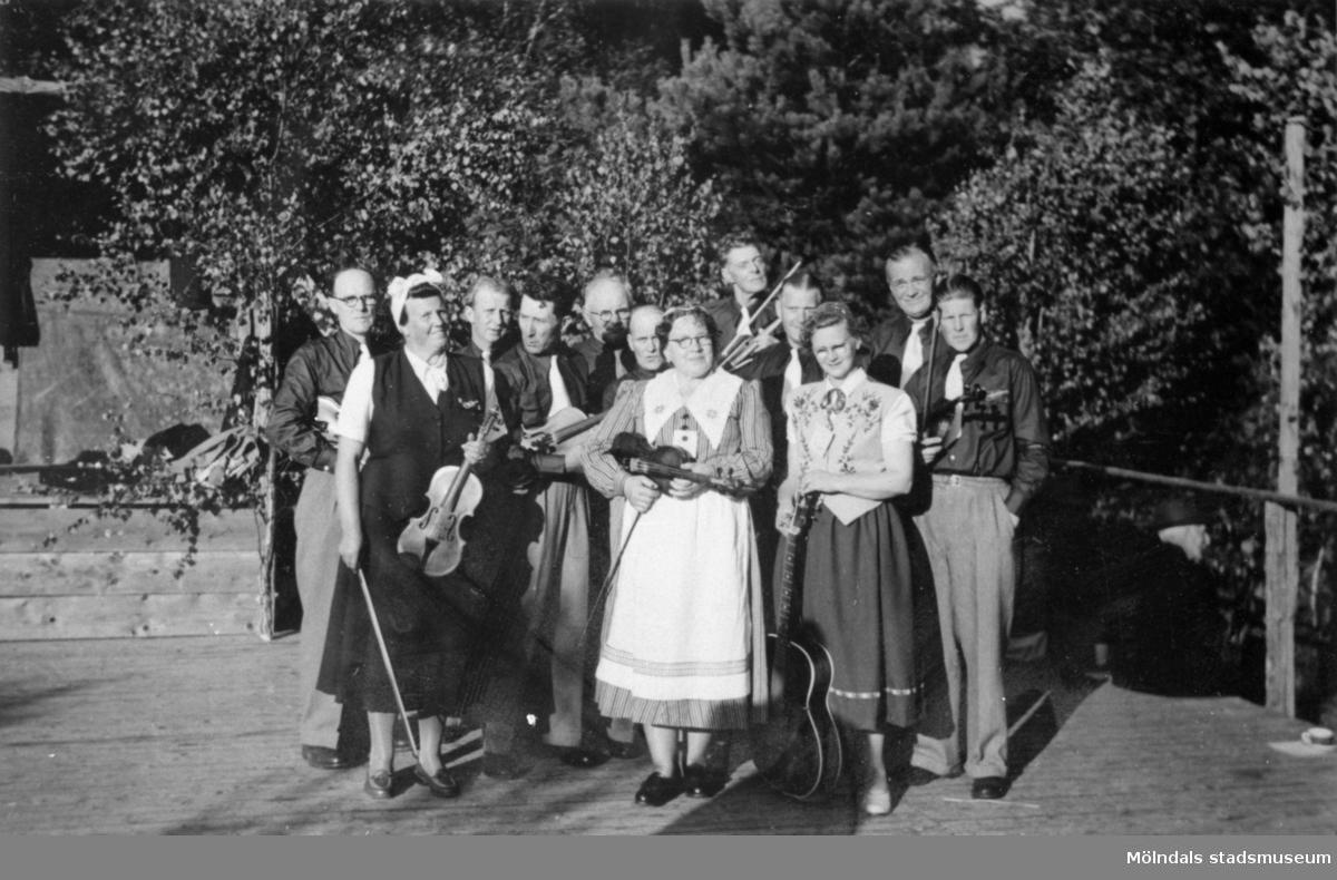 Hällesåkers spelmanslag bildades 1951. Lindome 1952.