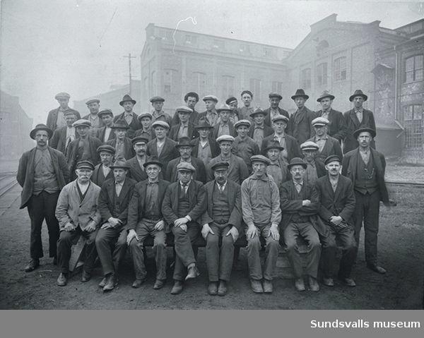 Ev arbetare på Vivstavarvs sulfatfabrik