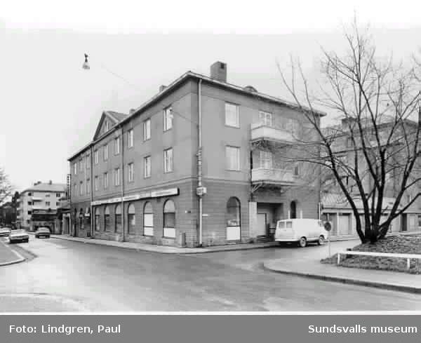 SMC = Sundsvalls mjölkcentral ägare 1968. Byggherre Mejeriföreningen.