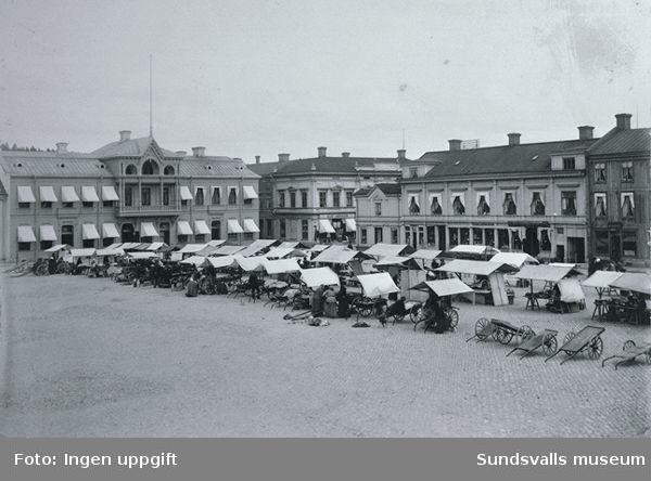 Torghandel i Sundsvalls trästad före branden 1888.
