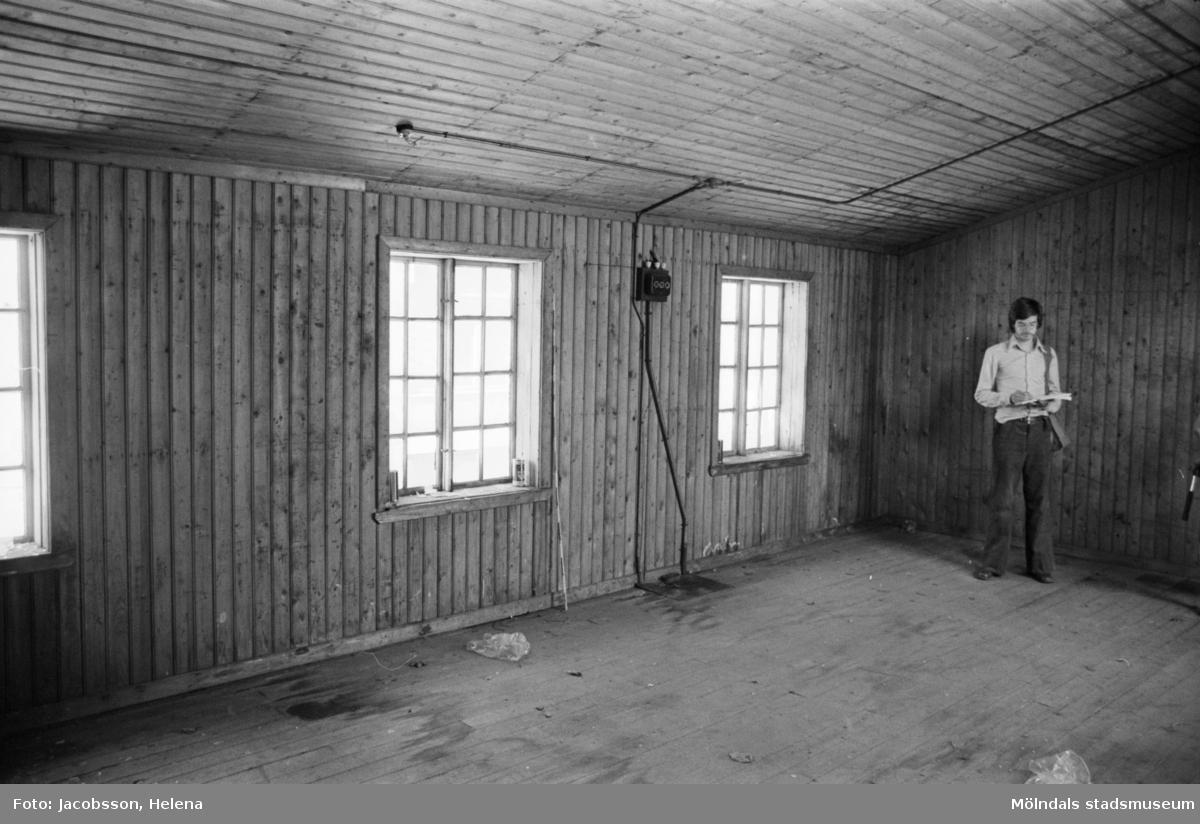 Roten K 1 i Mölndals Kvarnby. Interiör av uthus.