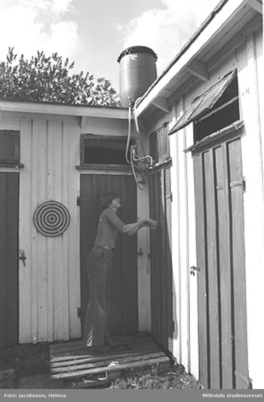 Exteriörbild av bostadshus på Roten M 28 i Mölndals Kvarnby, 1972.