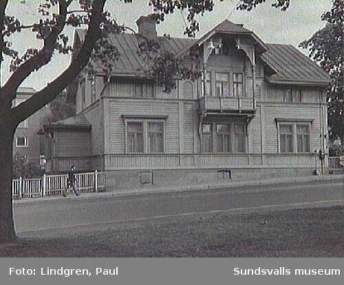 Skolhusallén 27. Byggnaden uppförd år 1900.