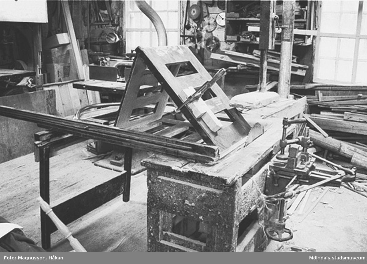John Lindströms möbelsnickeri på Backen 2:10 i Kållered, december 1990.