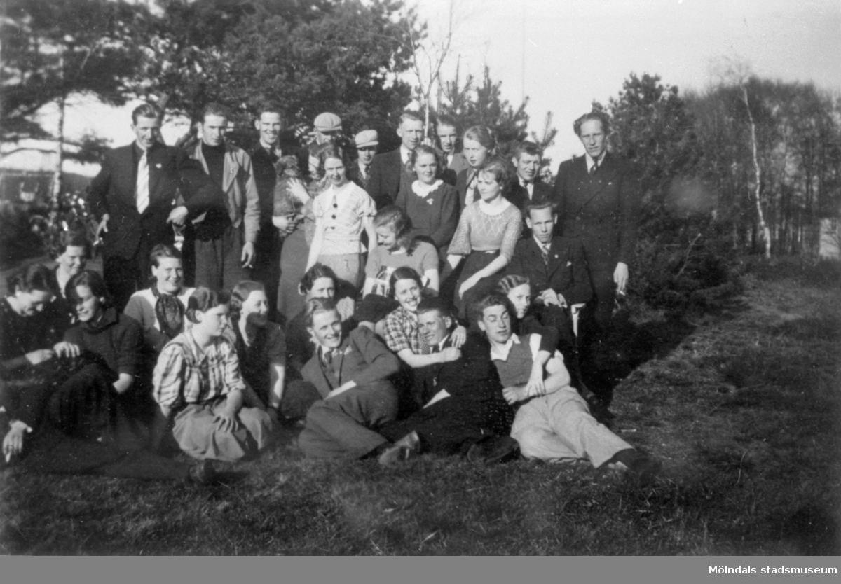 HSBs studiecirkel. Grupporträtt utomhus, 1930-tal.Se även 1991_0601-0609, 1785-1788.