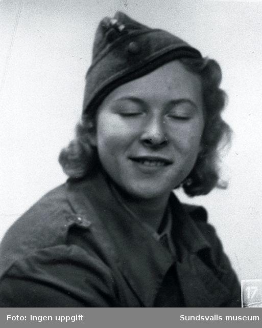 """Porträtt av """"Bamse"""", lotta. Utbildning i Näsviken.  Fotograferad i Trondheim 1945."""