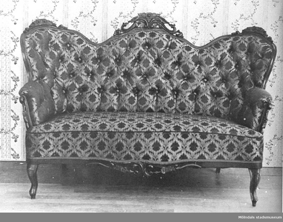 En soffa.