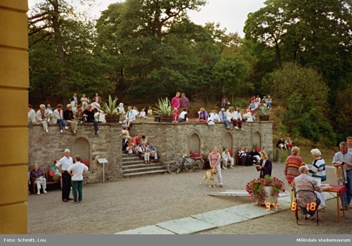 Ett evenemang vid Gunnebo slotts norra sida, maj 1995.