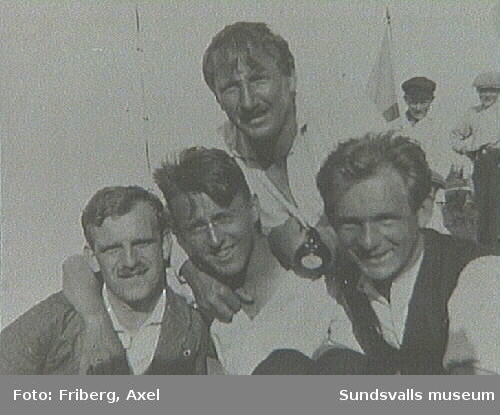 """Text på fotografiets baksida: """"Kandidat Bergkvist,Dito Berlin, Evangelist Wilson, Axel Friberg 1920 i Juli"""""""