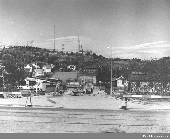 Fredriksgatan sedd från väster med Enerbacken i bakgrunden. 1940-tal.