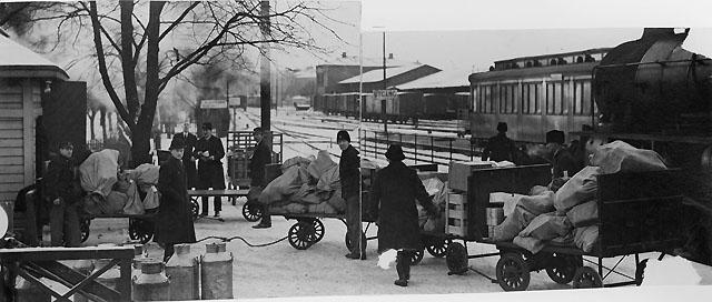 Tidningsfoto från Gamla Bergslagsbanan ? Foto troligen 1920-talet.