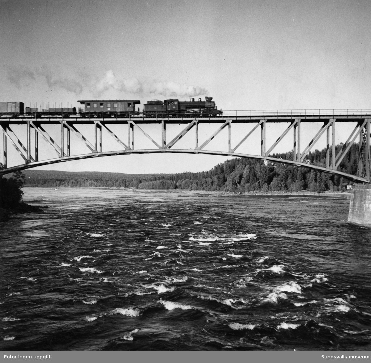 Järnvägsbron över Indalsälven vid Bergeforsen.
