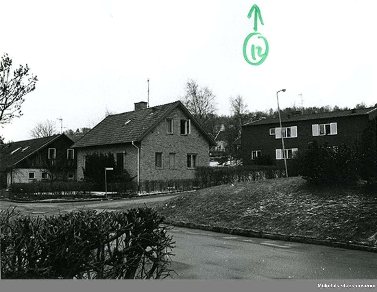 Bostadshus på Fässbergsgatan 28 i korsningen mellan Slingergatan/Fässbergsgatan i Toltorpsdalen, Mölndal.