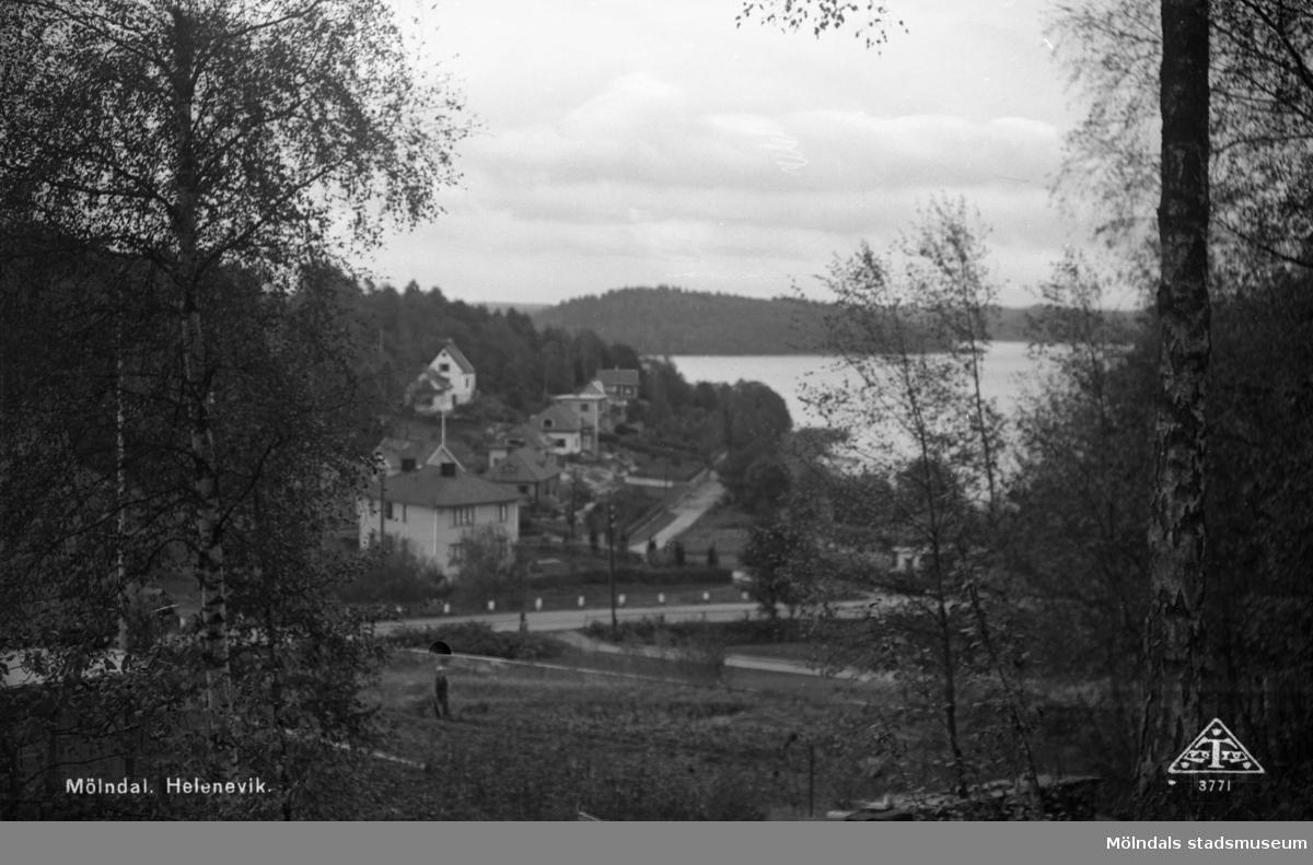 Bebyggelse vid Heleneviksvägen. I förgrunden ses Rådavägen, i bakgrunden Rådasjön.