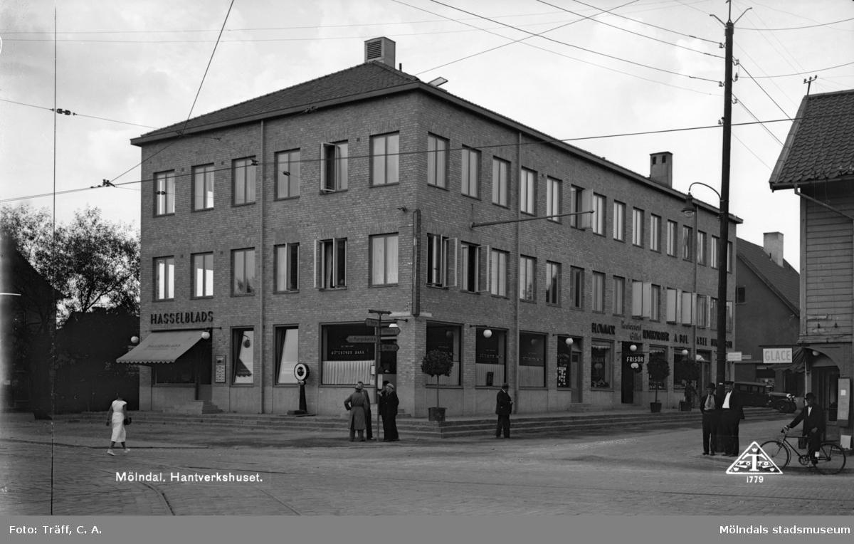 Hantverkshuset i Mölndal. Fasader mot Kungsbackavägen och Frölundagatan. Vy från Göteborgsvägen.