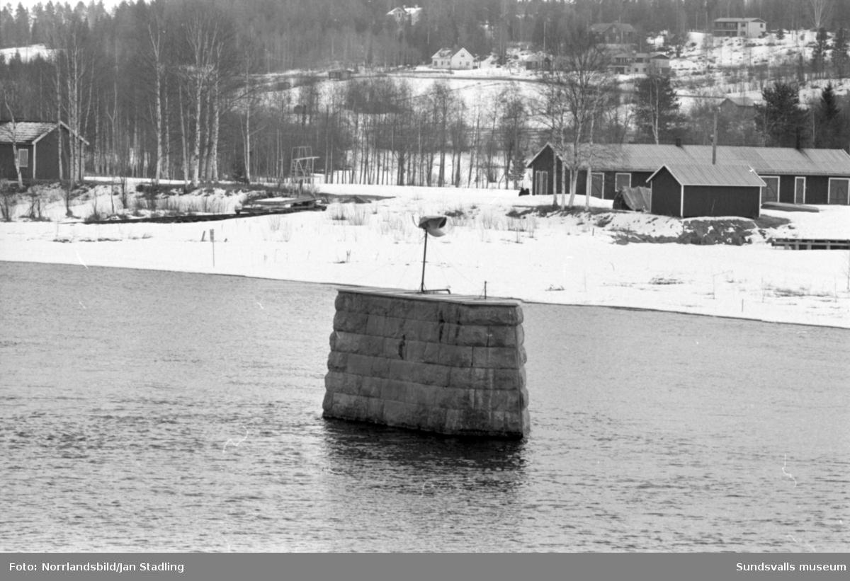 En Stödekeps placerad på en gammal bropelare i Ljungan, Stöde.