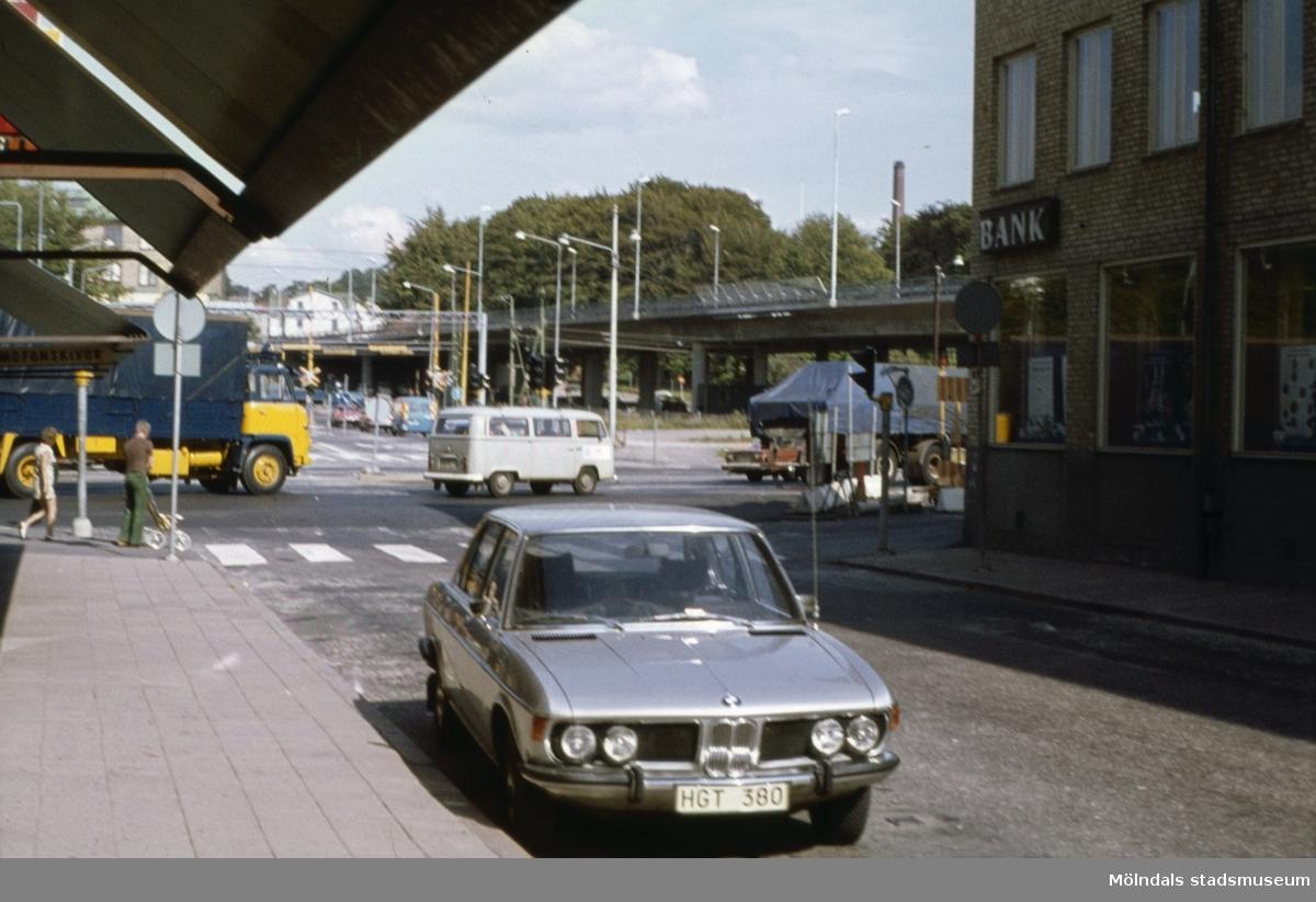 Vy från Frölundagatan mot Mölndals Bro i Mölndal, 1970-tal.