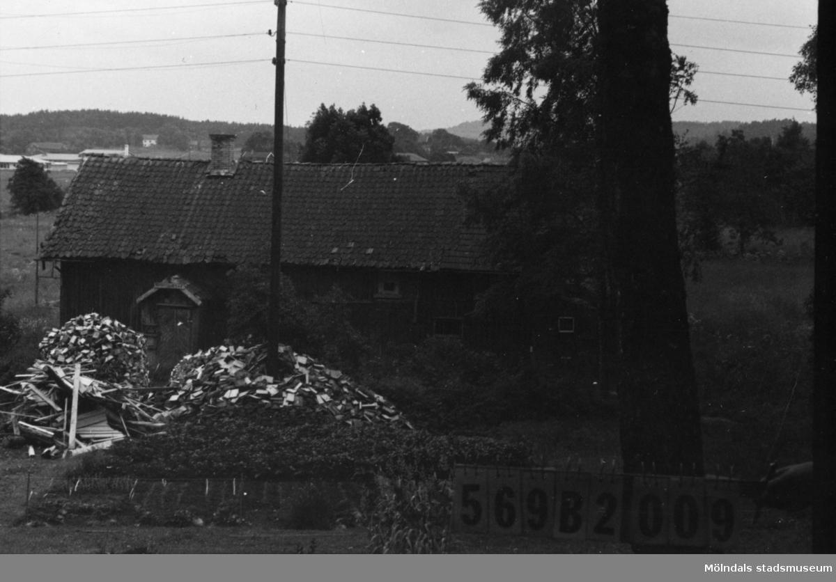Byggnadsinventering i Lindome 1968. Gastorp 3:38. Hus nr: 569B2009. Benämning: ladugård. Kvalitet: dålig. Material: trä. Tillfartsväg: framkomlig.