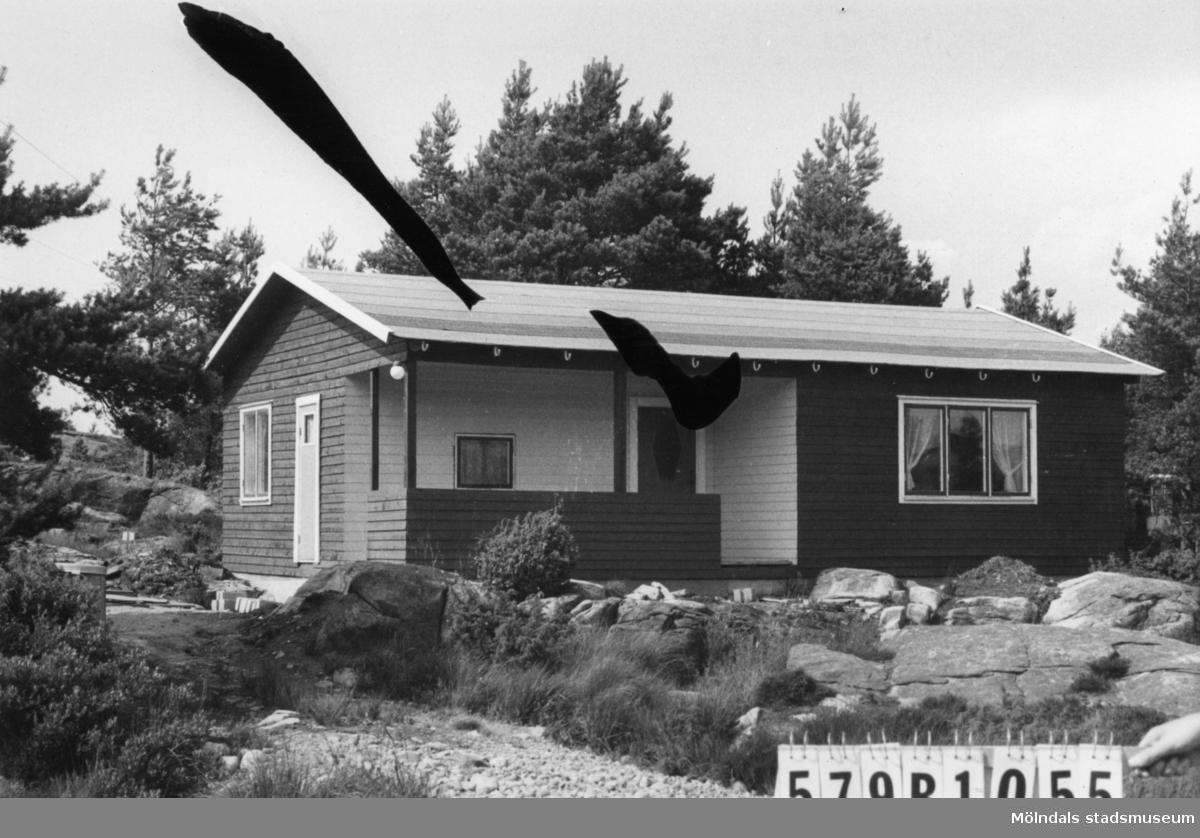 Byggnadsinventering i Lindome 1968. Lindome 6:75. Hus nr: 579B1055. Benämning: fritidshus. Kvalitet: mycket god. Material: trä. Övrigt: tomten ej iordningställd. Tillfartsväg: framkomlig. Renhållning: soptömning.