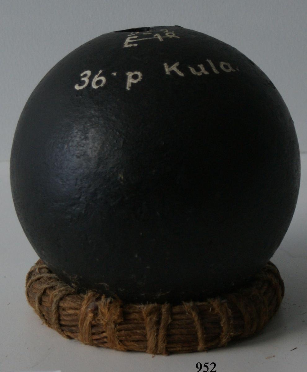 36-pundig kula, av gjutjärn.