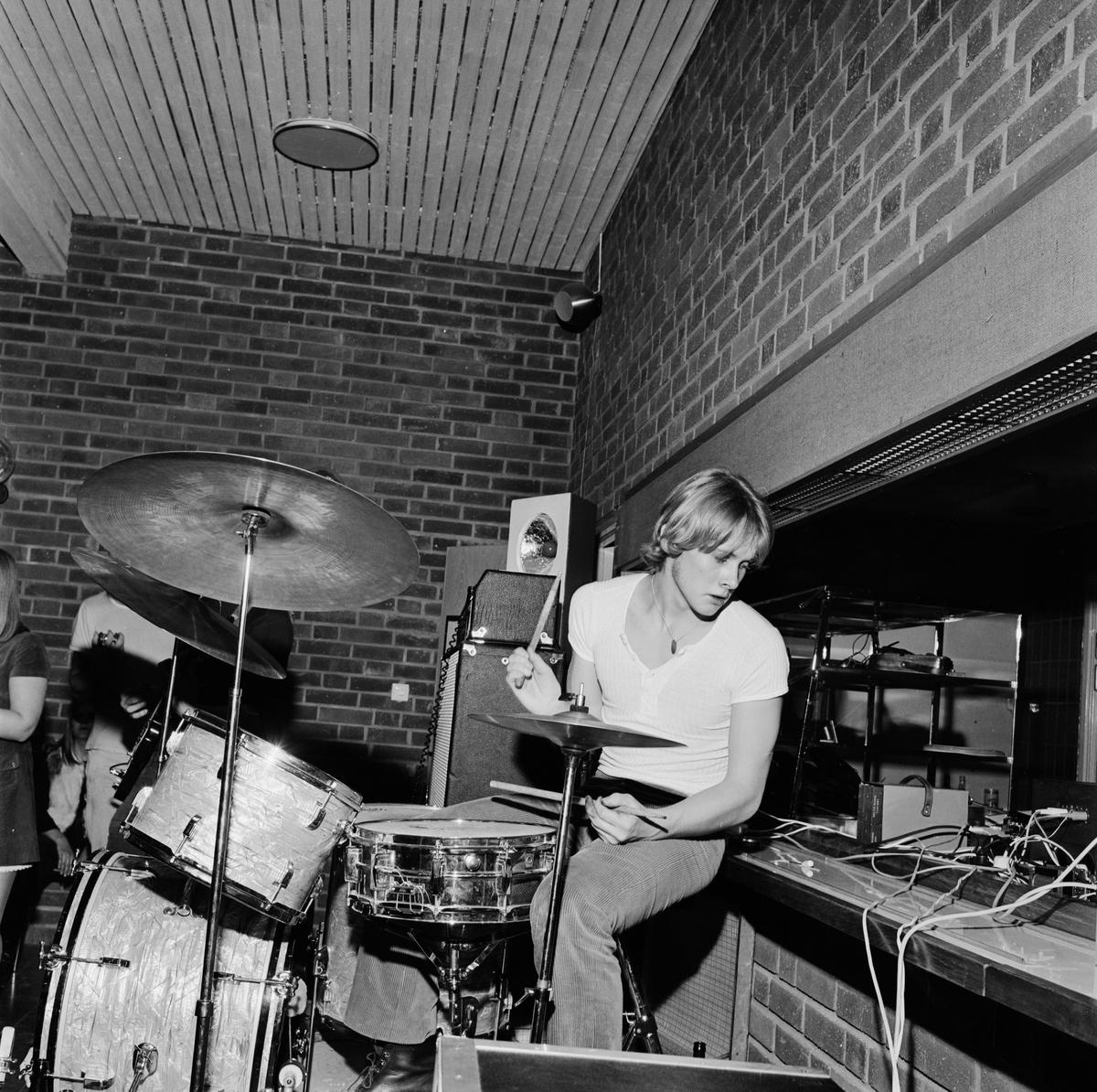 """""""Annorlunda, ny pop, Gudibrallan i Tierp"""" - SSU:s diskogala, Tierp, Uppland november 1970"""