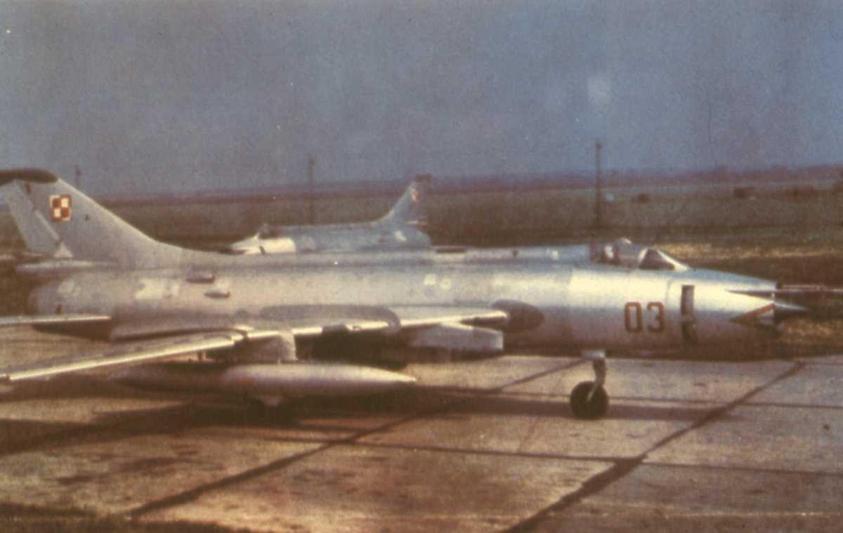 Russisk fly av typen Sukhoi Su-17 Fitter med nr. 03.