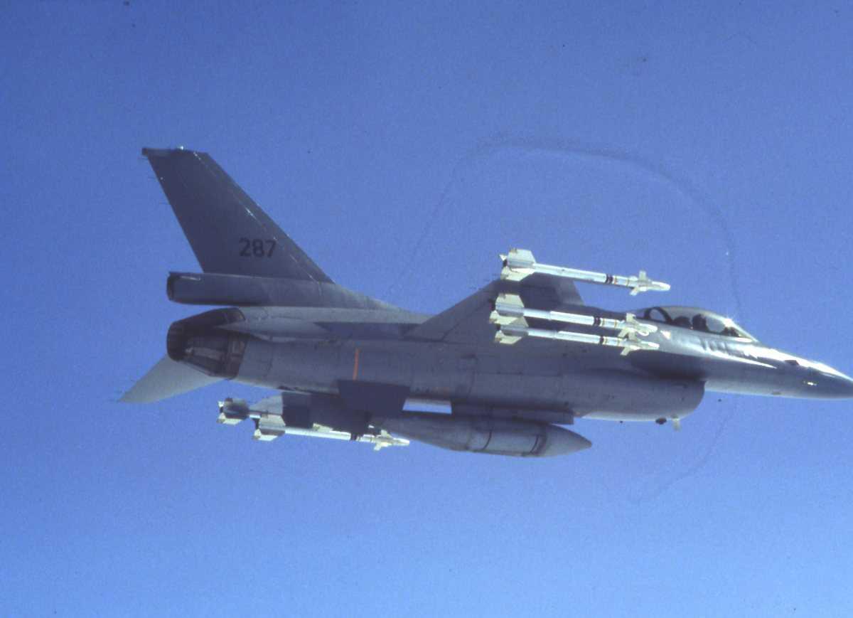 Norsk fly av typen F-16 Falcon med nr. 287.