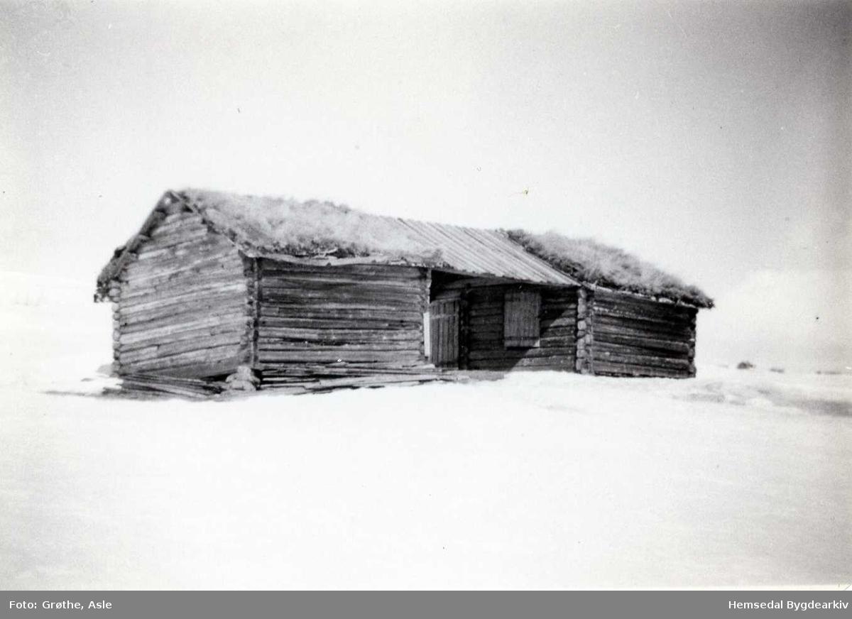 Jonstølane i 1955. Todelt løe (tviluta luu)